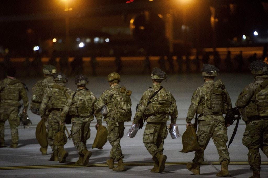 تحرک کم سابقه نظامی آمریکا در عراق برای حمله گسترده به حشدالشعبی/ اعزام نیروهای آمریکایی از کویت و سوریه به عراق/ هشدار ایران به آمریکا