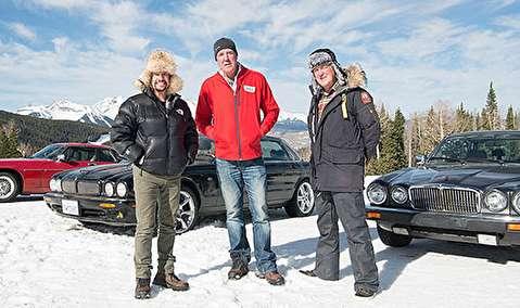 رقابت سه خودرو کلاسیک در کوهستان برفی