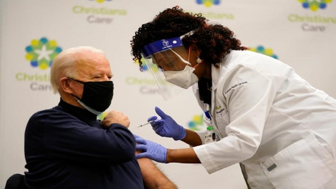 تزریق واکسن کرونا به بایدن