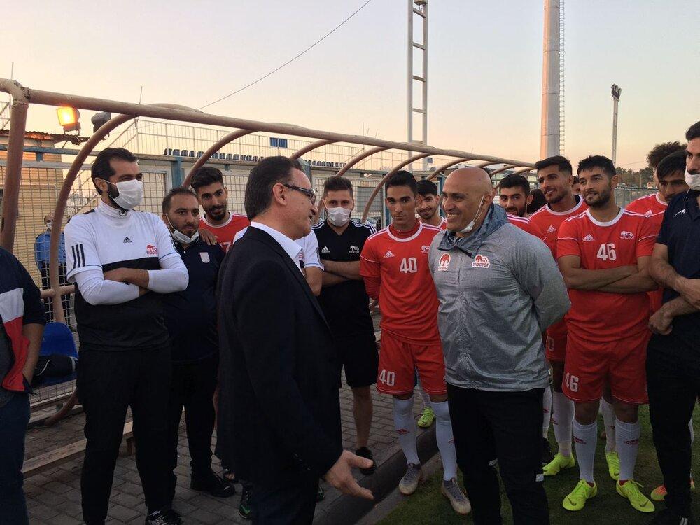افشاگری منصوریان علیه زنوزی و تراکتور در تلویزیون