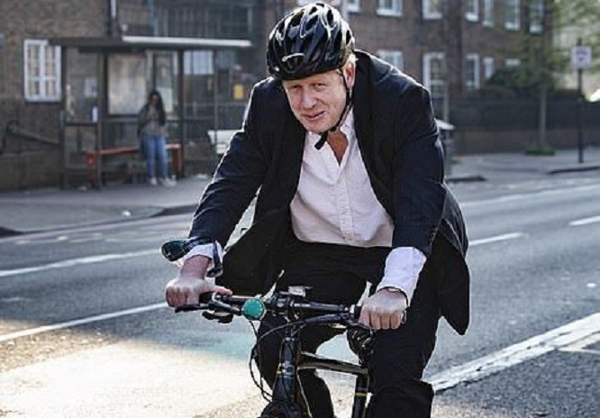 دوچرخهسواری نخست وزیر انگلیس در اوج قرنطینه