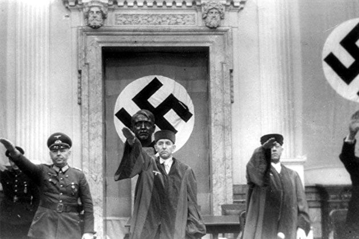 رژه پانصد هزار نفری در چین! / دیدار غیرنظامیان آلمانی از اردوگاه مرگ بوخنوالد / دادگاههای نمایشی قاضیِ هیتلر / آیا آرسنیک برنج برای سلامتی خطر دارد؟ / آیا تنهایی میتواند انسان را بکشد؟