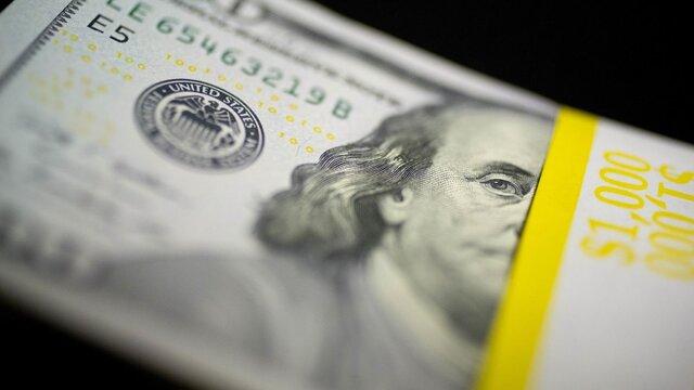 قیمت دلار در بازار آزاد سقوط کرد/ دلار از قله ۳۲ هزار تومانی به کانال ۲۰ هزار تومان رسید/ قمار سفتهبازان روی پیروزی ترامپ