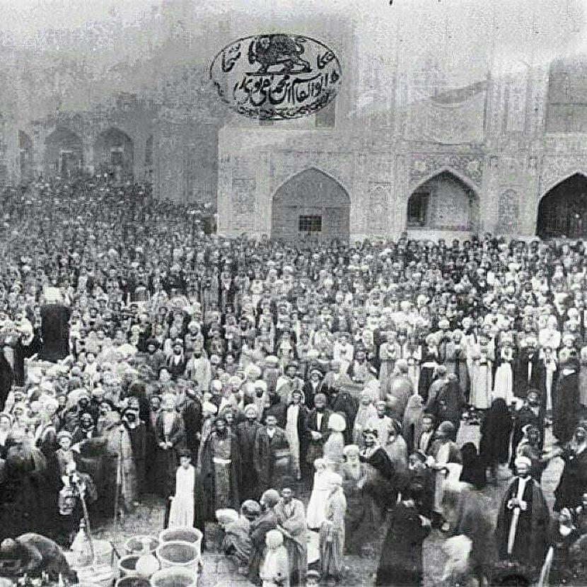 نماز جماعت در حرم امام حسین ۱۱۶ سال قبل