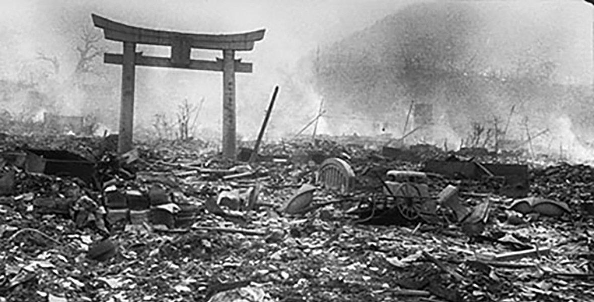 چرا مردم در عکسهای قدیمی لبخند نمیزدند؟ / شنای صدام حسین در دجله به یاد کودتای نافرجام! / جنگ زمستان؛ نبرد نابرابر فنلاند علیه شوروی / تراژدی نمایش هوایی فارنبورو / ژاپن پس از جنگ جهانی دوم چگونه بود؟