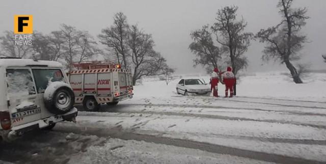 امدادرسانی هلال احمر گلستان به ۷۹۰ مانده در برف و کولاک