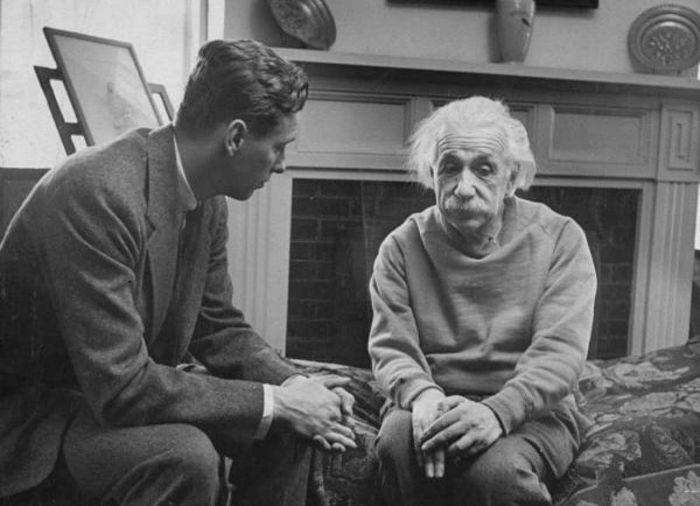 آزمایش زنده نگه داشتن جاندار بدون بدن در شوروی! / تصاویر انیشتین با صدای واقعی خودش / قدیمی ترین تصاویر زندگی اوباش / ترور صدراعظم اتریش / چگونه احساسات روی سلامتی تاثیر میگذارند؟ / پیشرفتهای علمی برای افزایش طول عمر