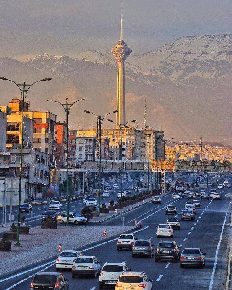 نمایی زیبا از برج میلاد و آسمان تمیز تهران