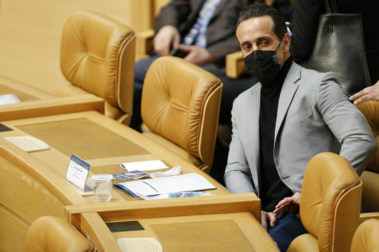 واکنش علی کریمی به شکست در انتخابات ریاست فوتبال