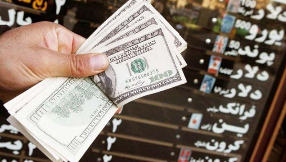 سیگنال رئیس جمهور به بازار ارز؛ قیمت دلار ۵۰۰ تومان عقب نشینی کرد/ مردم فقط میخواهند پول خود را از بورس بگیرند و فرار کنند/ همتی: خرید و فروش بیت کوین آزاد نمیشود