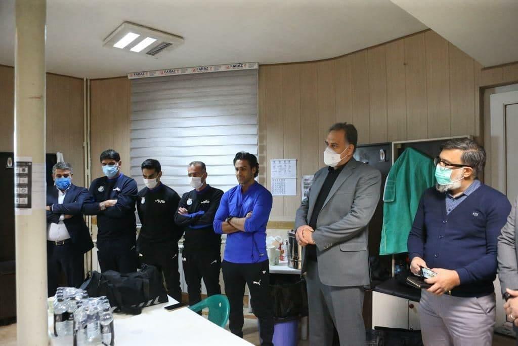 جلسه معارفه فرهاد مجیدی در رختکن استقلال