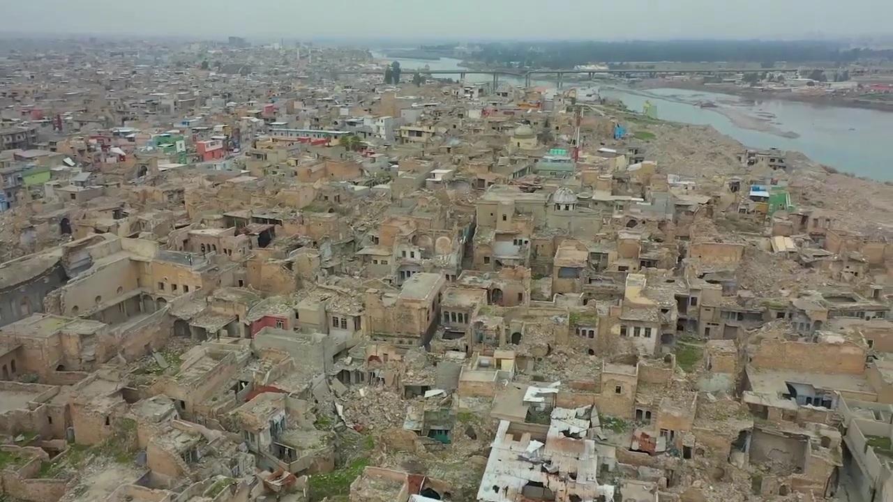 العراق | كنائس دمرها داعش.. بابا الفاتيكان يحط اليوم في الموصل ويرفع الصليب مجددا في حوش البيعة