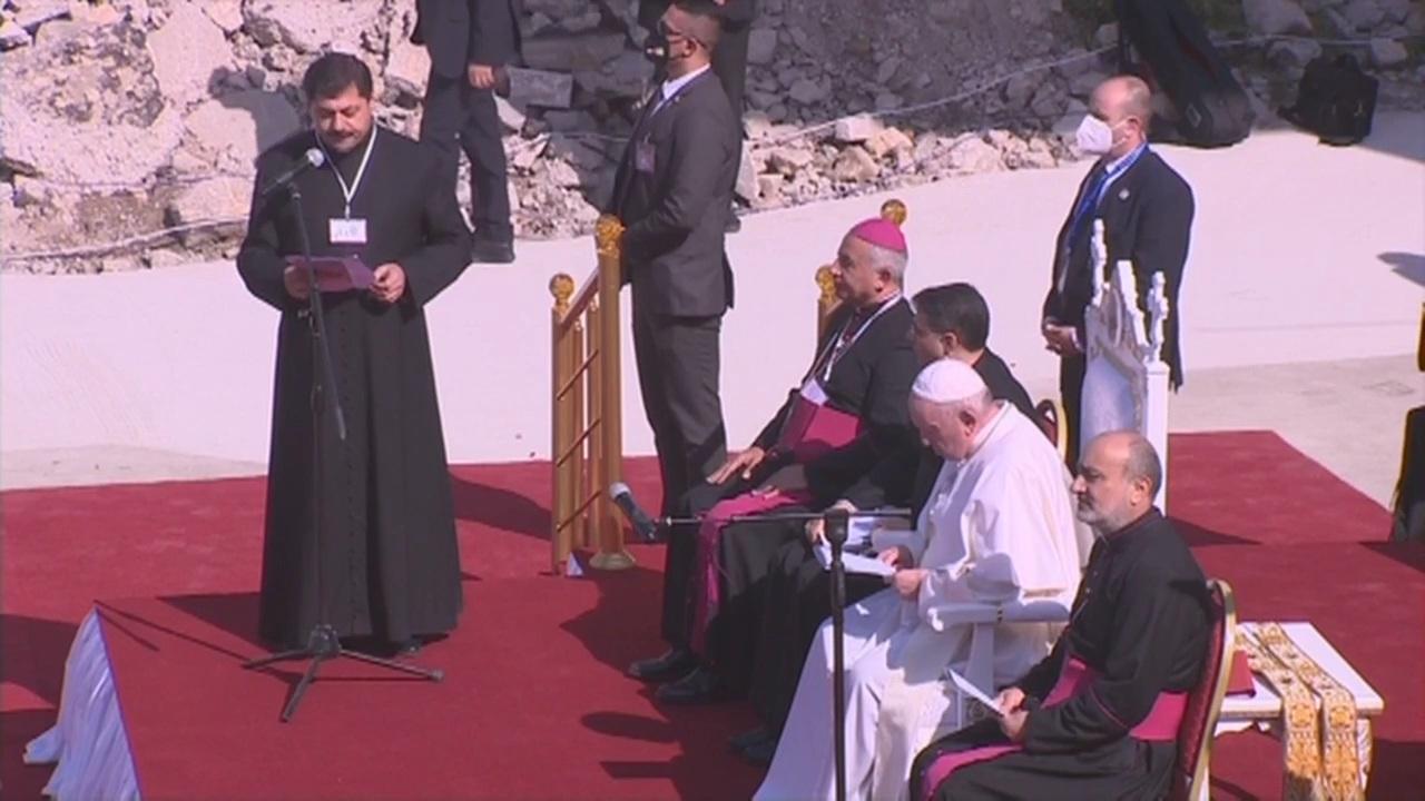 العراق | بابا الفاتيكان يترأس صلاة من أجل أرواح ضحايا الحرب في ساحة حوش البيعة