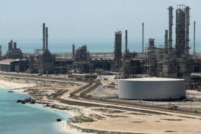 عربستان حمله پهپادی به بندر «رأس تنوره» را تأیید کرد