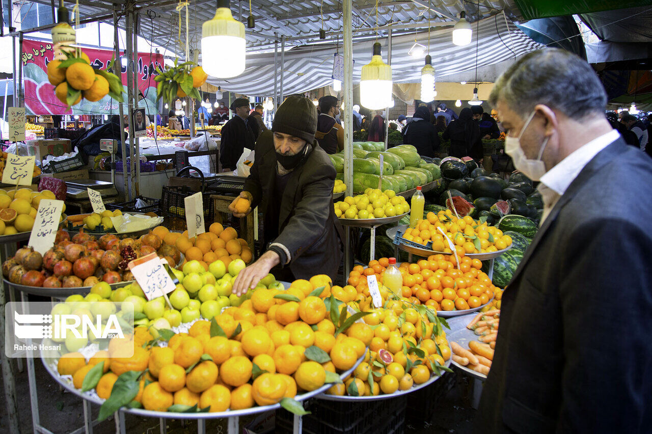 تلخ کامی مردم با میوه هایی که عجیب گران است/ سود ۲۰۰ درصدی میوه در جیب چه کسانی است؟