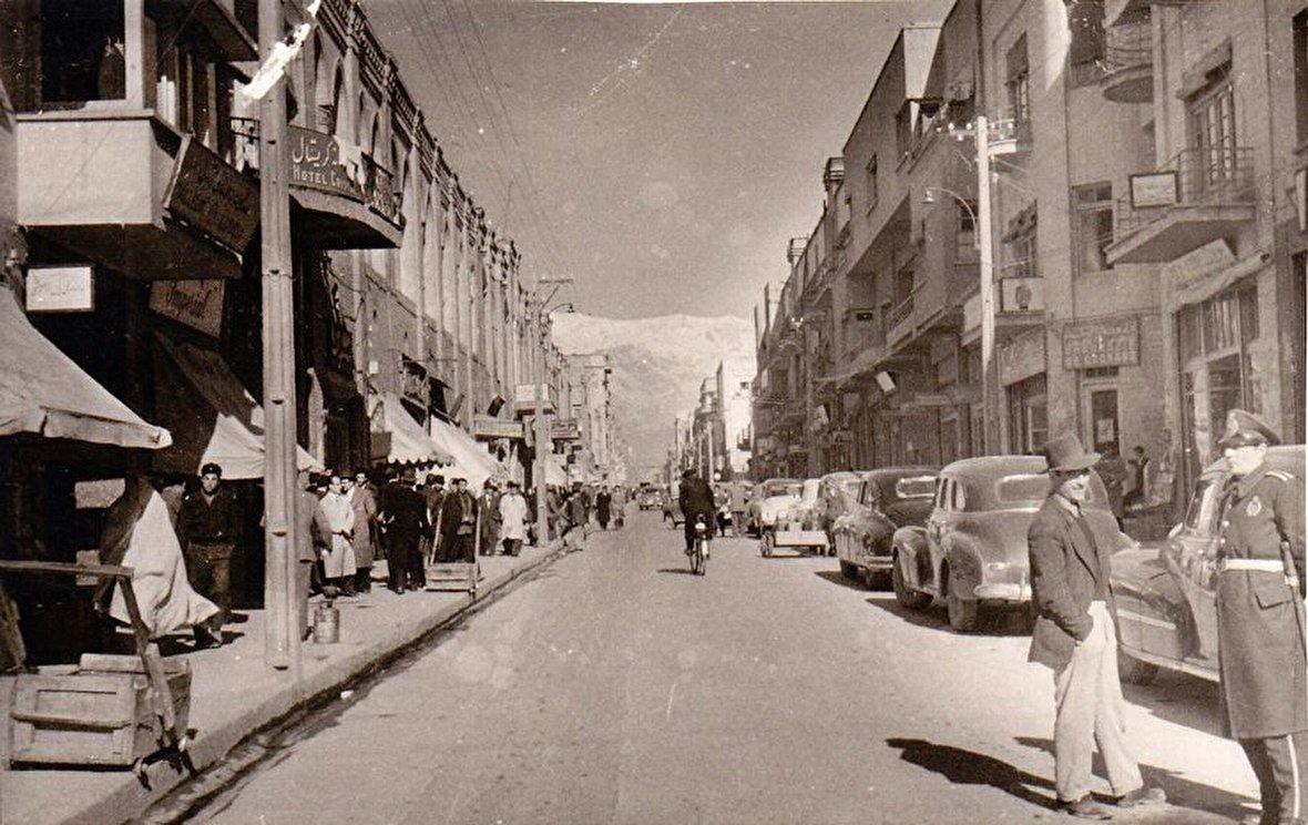 تصاویر رنگی خیابان لاله زار در 1335 / لحظه آغاز دوستی آمریکا با عربستان سعودی / روایت تصویری قیام نهضت تنباکو / قدیمیترین تصاویر از تخت جمشید / پروپاگاندای بریتانیا پس از اشغال ایران