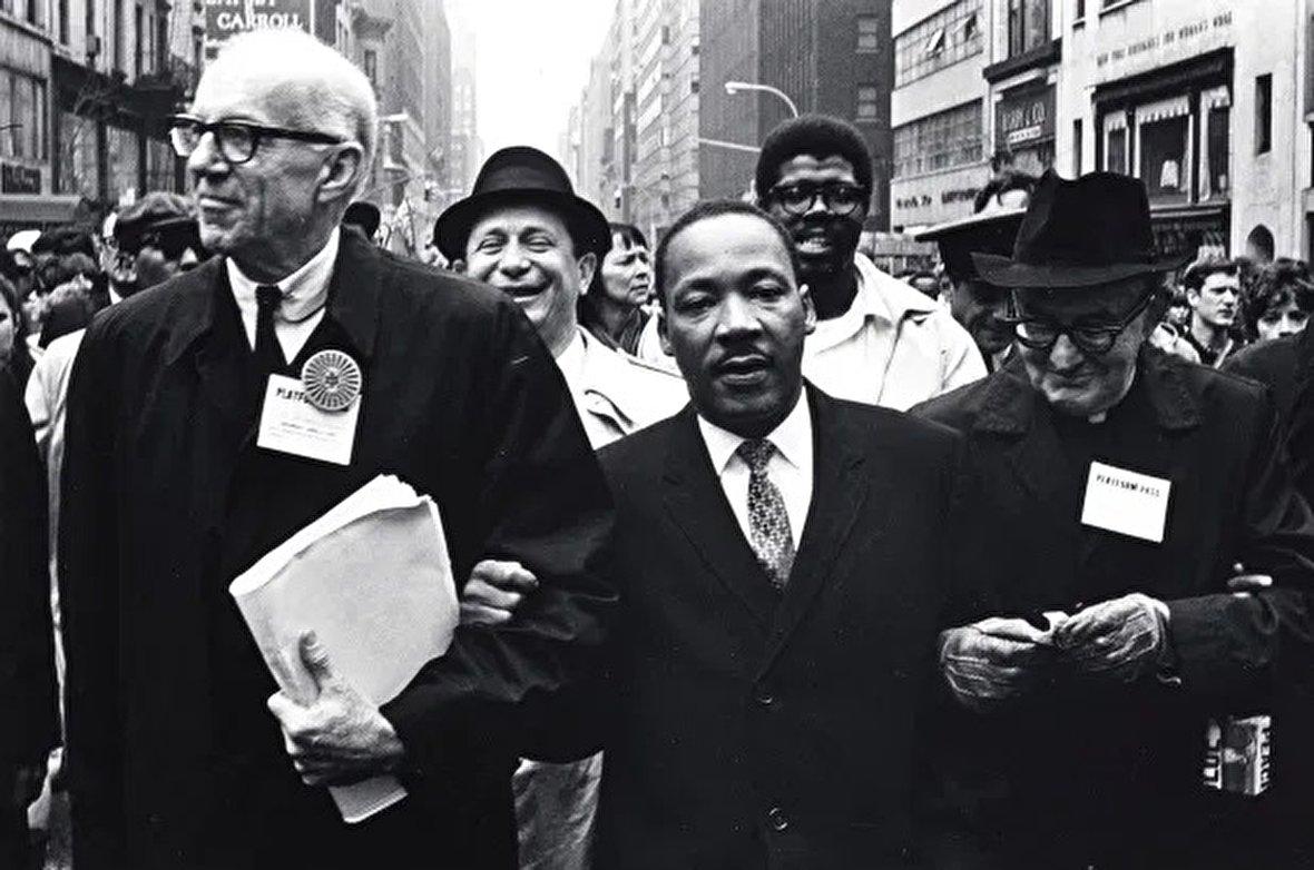 پیروزی اراده آدولف هیتلر / بندر بوشهر در اشغال انگلیس / استقبال ایرانیها از مهاجران لهستانی / تاریخچه جنبش حقوق مدنی آمریکا