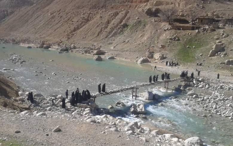 تنها پل روستای «آبمورد» را آب برد!