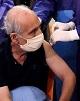 واکسیناسیون سالمندان علیه کرونا شروع شد؛ هدیه متفاوت...
