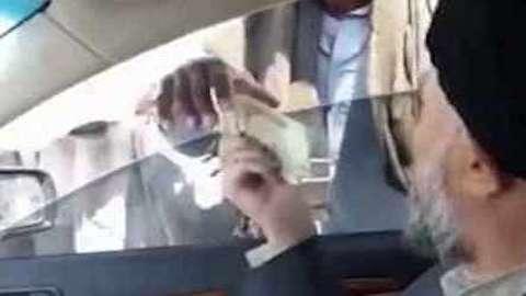 تصاویری که منجر به استعفای یک امام جمعه شد