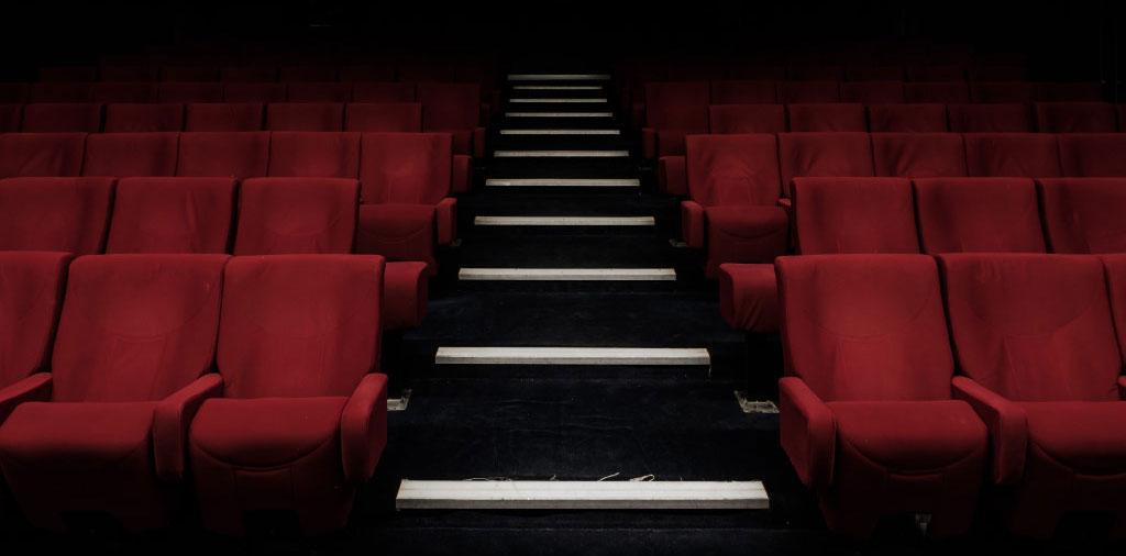 صاحبان پولهای مشکوک و متهمان فسادهای مالی قدرت میگیرند! / این زنگ نابودی سینمای مستقل ایران است / مستندسازان به دنبال اجاره پروانه تهیه کنندگی باشند!