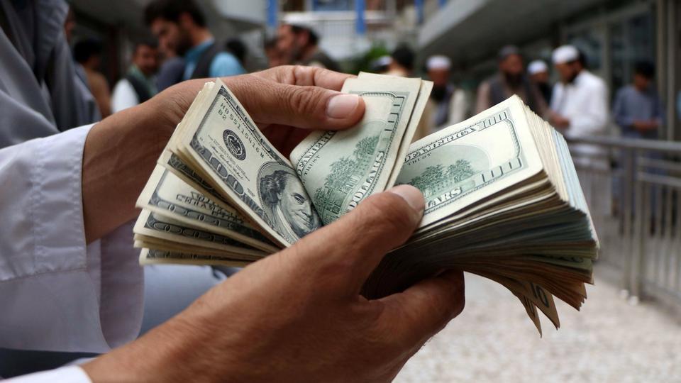 رد پای بازار سرمایه در گرانی دلار/ رفت و برگشت پول های سرگردان از سعادت آباد تا فردوسی!