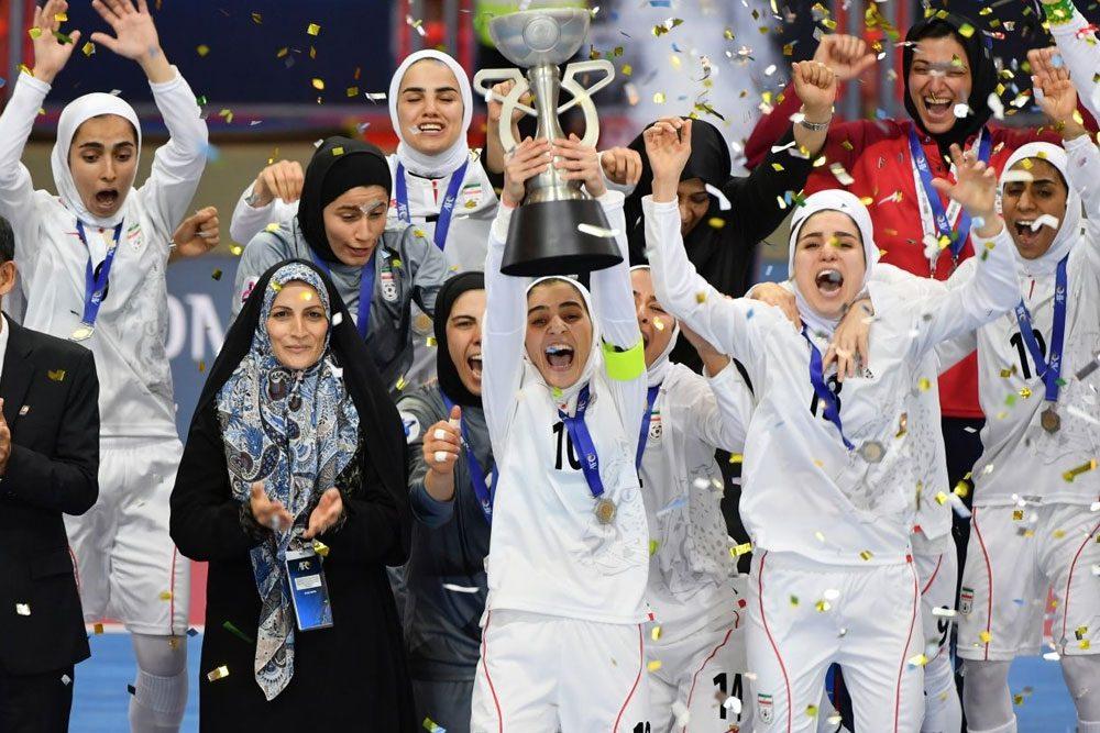 داستان انتظار دوساله یک تیم برای ۲۰۰میلیون / کل پاداش ریالی قهرمانی تیم زنان درآسیا فدای پول توجیبی دلاری یک بازیکن میلیاردر مردان!