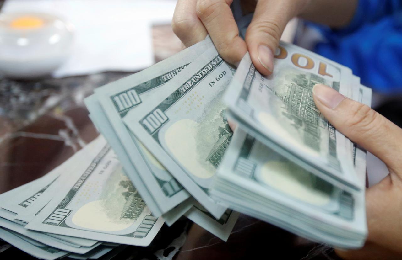 قیمت دلار و یورو امروز دوشنبه ۲۹ اردیبهشت ۹۹/ دلار صرافی بانکی هم گرانتر شدند/ همتی: وضعیت امروز سختتر از تابستان ۹۷ نیست