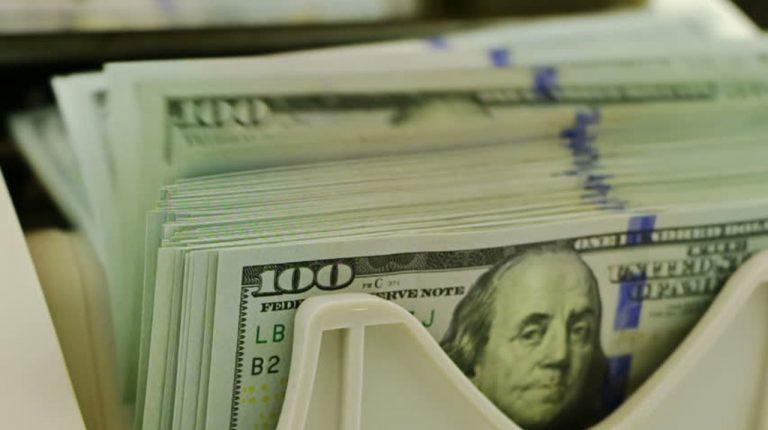 بازی با دلارهای مخفی؛ آیا واردات بدون انتقال ارز باعث آشفتگی در قیمت دلار می شود؟