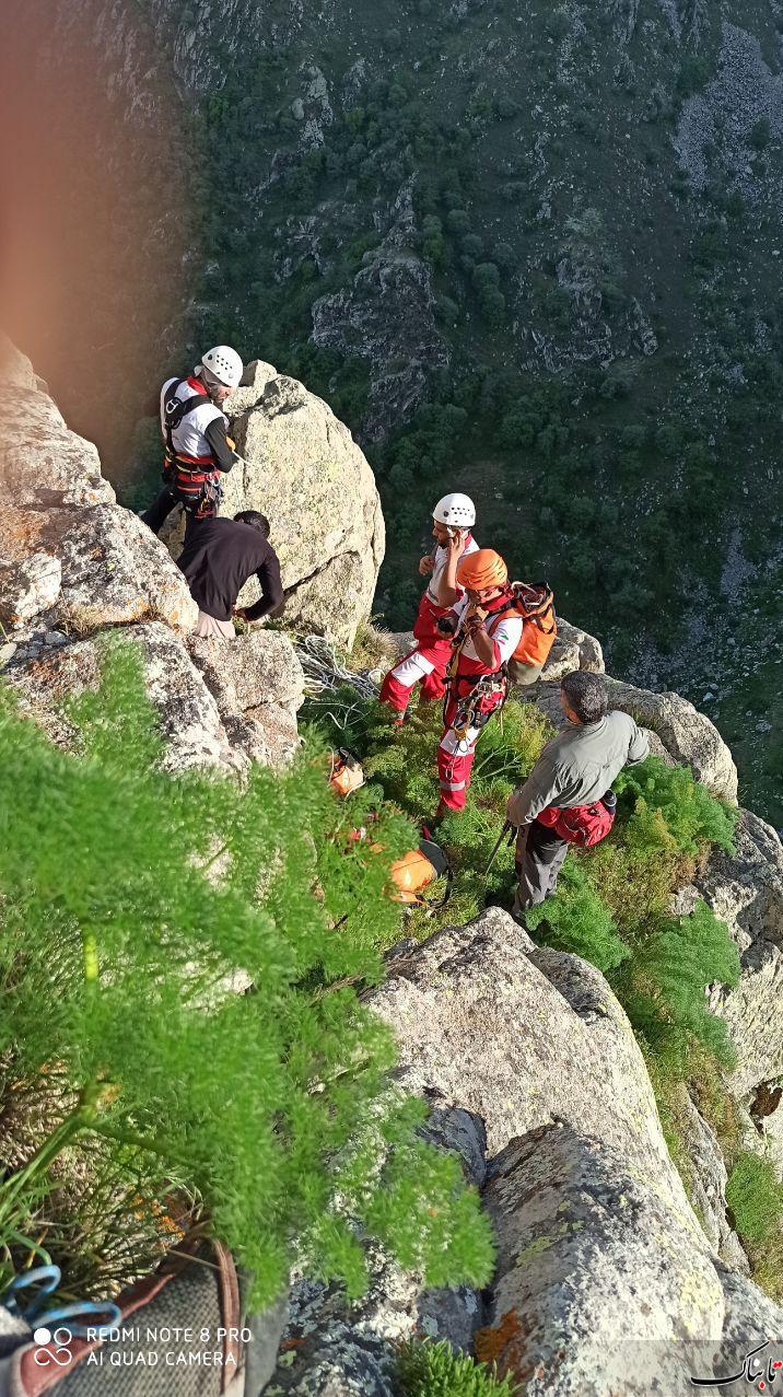 نجات کوهنورد گرفتار در ارتفاعات صخرهای قلعه بابک