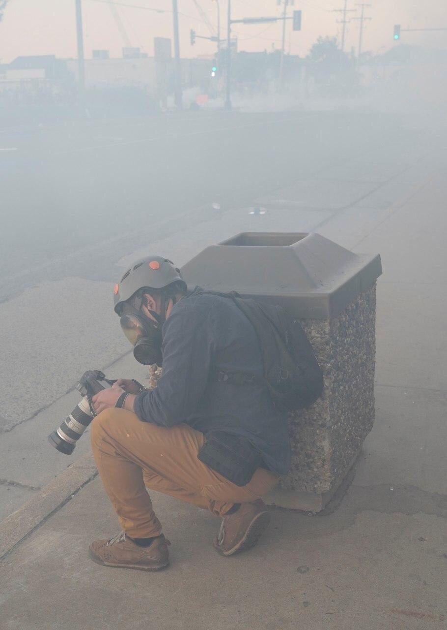 سنگر گرفتن عکاس رویترز در مینیاپولیس آمریکا