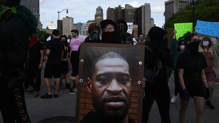 تمدید قوانین منع تردد در شهرهای بزرگ و حضور انبوده پلیس در خیابان ها/ گمانه زنی در مورد برکناری وزیر دفاع توسط ترامپ/ باراک اوباما: قادر نیستیم 400 سال نژادپرستی را به طور ناگهانی محو کنیم