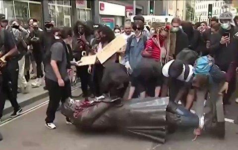 ساقط کردن مجسمه تاجر مشهور برده