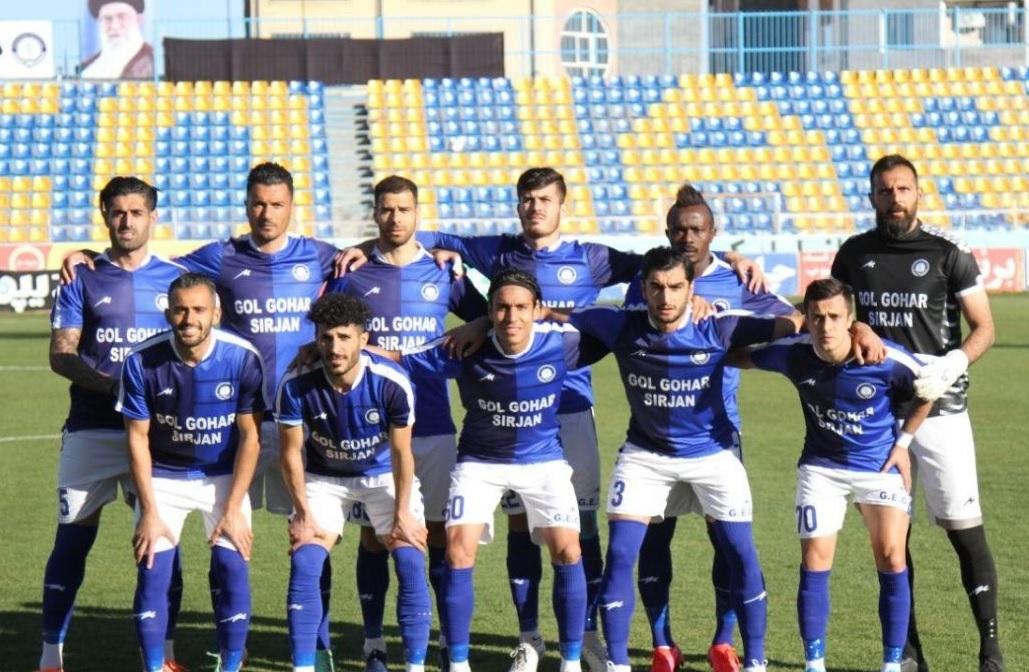 ۱۰بازیکن یک تیم لیگ برتری ایران کرونا دارند؟! / بهانه جدید دست مخالفان برگزاری ادامه فصل