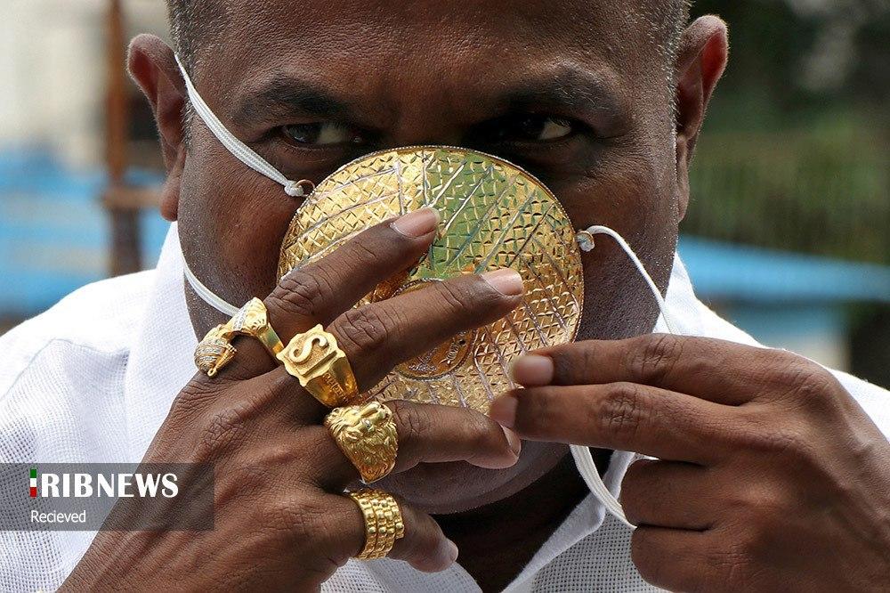 ماسکی از طلا روی صورت تاجر هندی