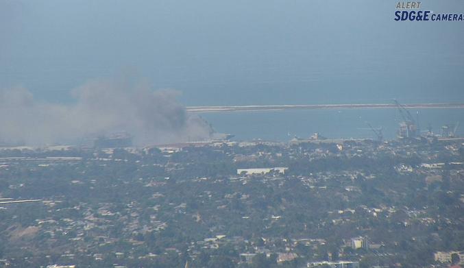 آتش سوزی در عرشه کشتی جنگی نیروی دریایی آمریکا