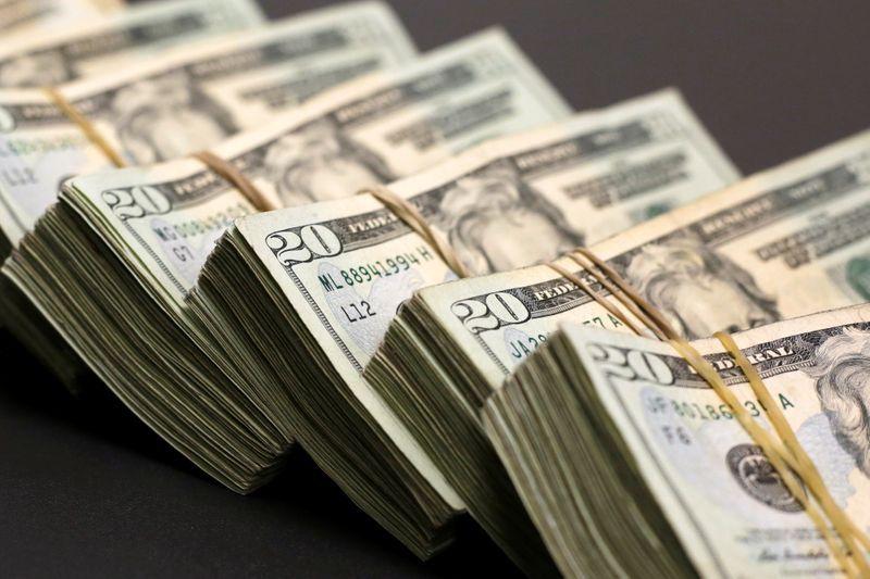 قیمت دلار و یورو در بازار امروز سه شنبه ۲۴ تیرماه ۹۹/ پورابراهیمی: خبرهای خوب از مدیریت بازار ارز
