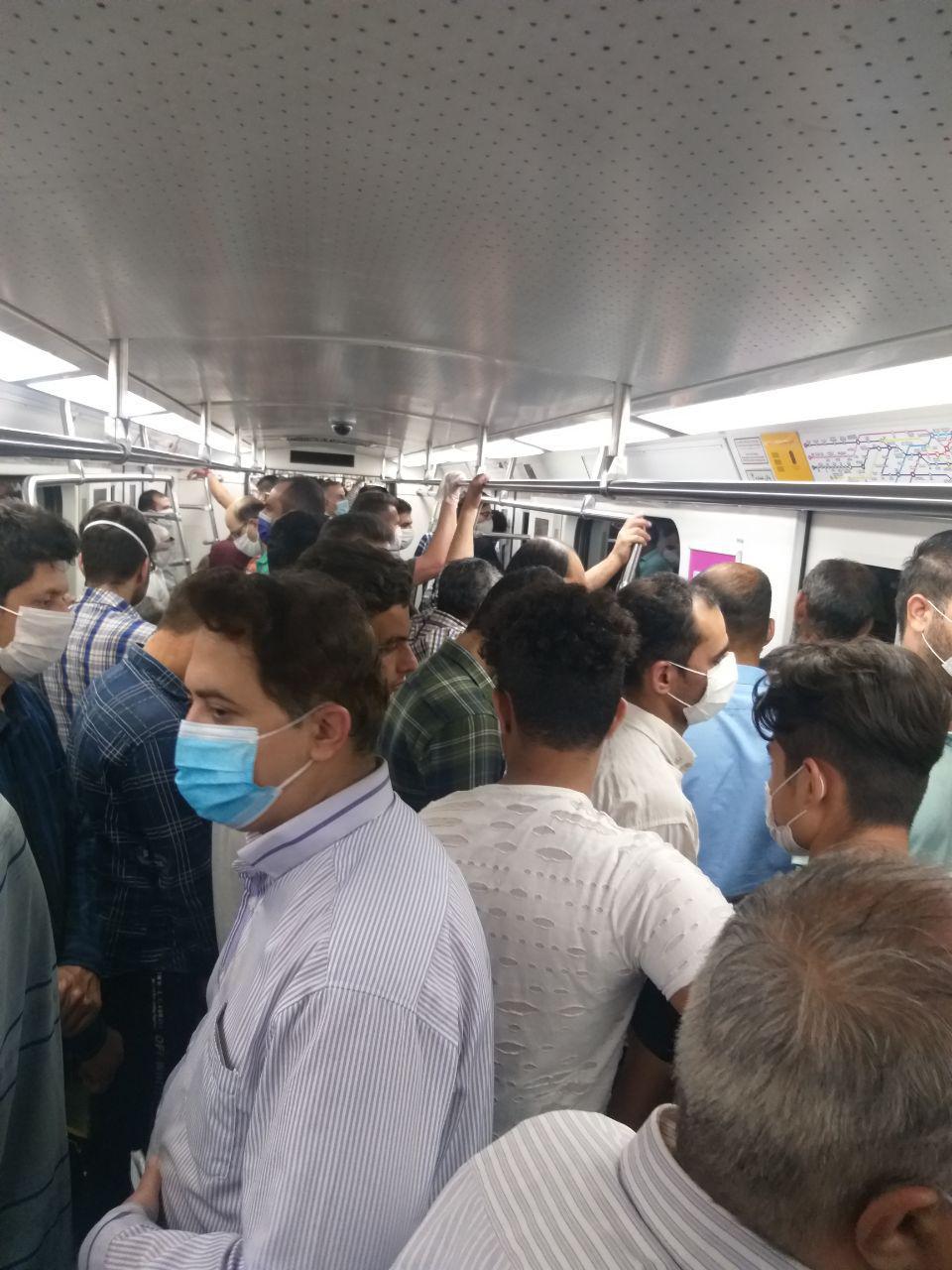 ازدحام جمعیت در مترو در وضعیت قرمز کرونایی
