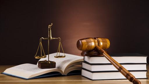 آشنایی با جزییات تعیین وکیل تسخیری در دادسرا و دادگاه