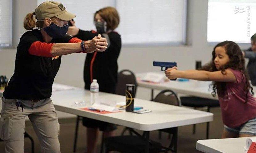 آموزش سلاح به دانشآموزان آمریکایی