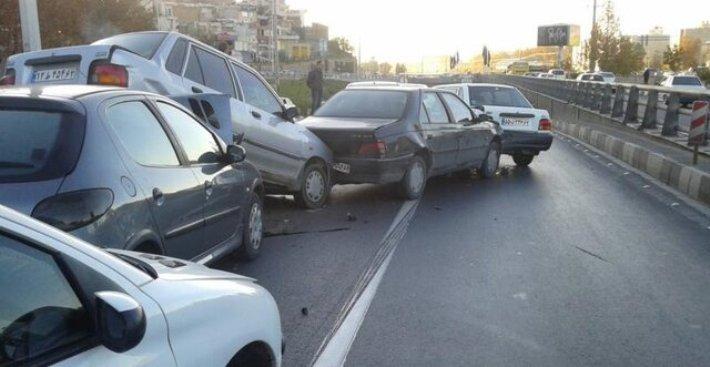 تصادف زنجیرهای بیشاز ۵٠ خودرو در اتوبان کرج - قزوی