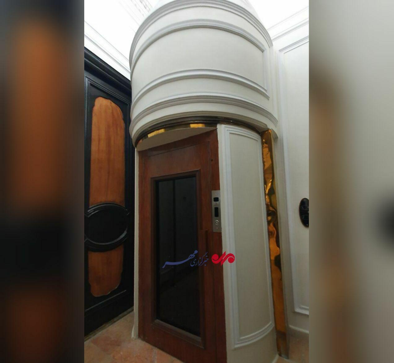 تصویر آسانسور تعبیه شده در کاخ مرمر