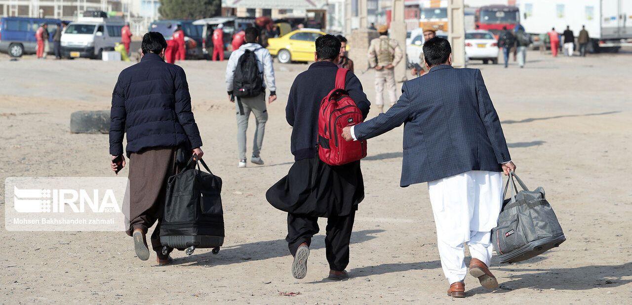 خروج داوطلبانه ۱۳۰ هزار افغانستانی از مرز دوغارون
