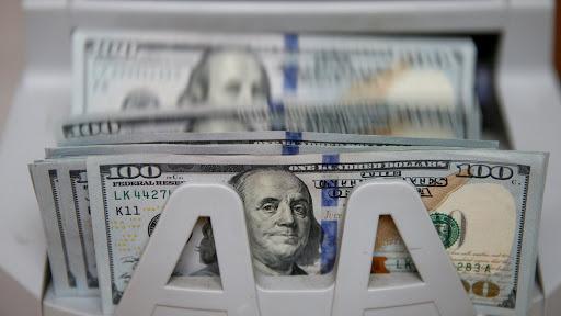 قیمت دلار و یورو در بازار امروز شنبه ۴ مرداد ۹۹/ ترمز کاهش نرخ کشیده شد؟