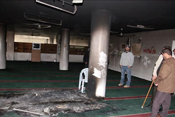 صهیونیستها یک مسجد در کرانه باختری را آتش زدند
