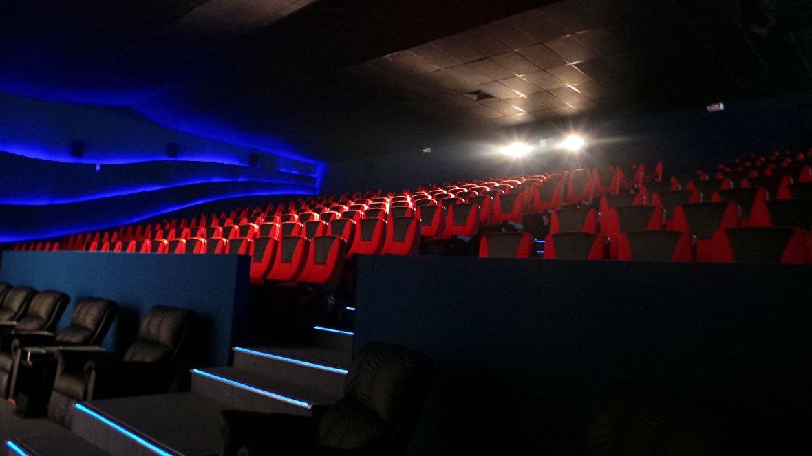 اکران فیلمهای سینمایی برای صندلیهای خالی صرفاً برای درج در سوابق!