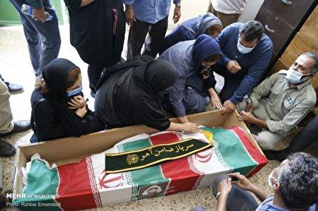 تشییع پیکر محیطبان شهید هرمزگانی در بندرلنگه