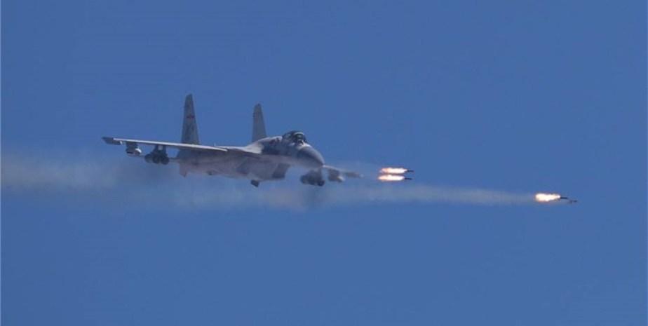 قدرتنمایی چین با پرواز جنگنده«جی-۱۵» از ناو«لیائونینگ»