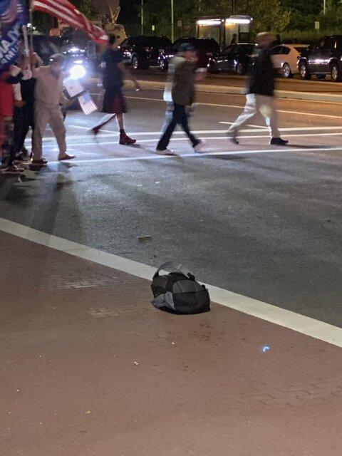 پیدا شدن «کیف مشکوک» بیرون محل بیمارستان ترامپ