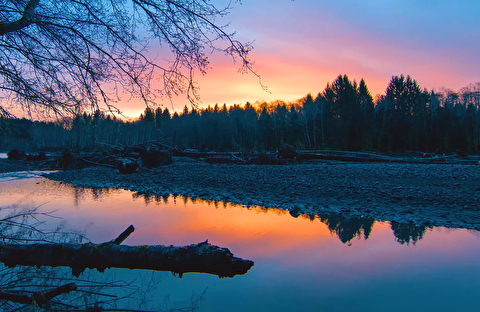 طلوع خورشید در رودخانه هو